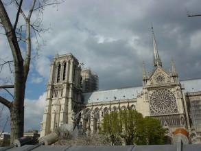 Extérieur de la cathédrale Notre Dame de Paris- visite guidée paris