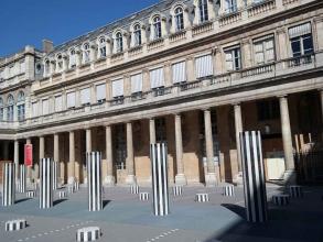 colonnes de Buren au Palais-Royal- visite guidée paris