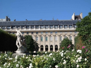 statue du Palais-Royal- visite guidée de paris