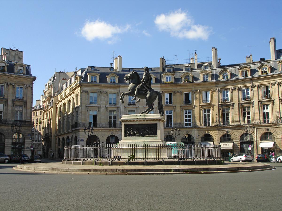 Place vend me la place des victoires de la martivisites visites guid es paris de - Place des victoires metro ...