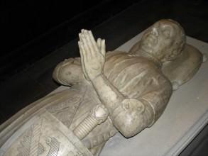 gisant de Du Guesclin basilique Saint-Denis- visite de guidée de paris