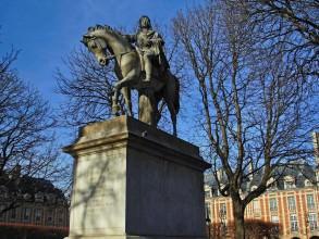 statue du roi Louis XIII place des Vosges- visite guidée paris