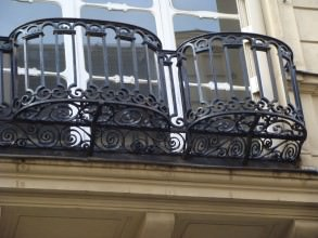balcons ajourés quartier Saint-Germain-l'Auxerrois rue des deux boules- visite guidée paris